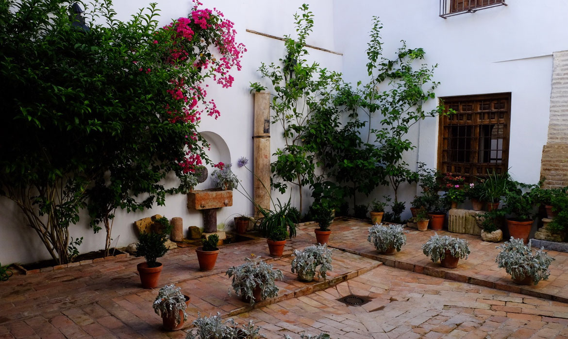 Casa de las Cabezas - Legendary Courtyards